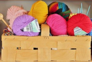 wooden-basket-with-wool