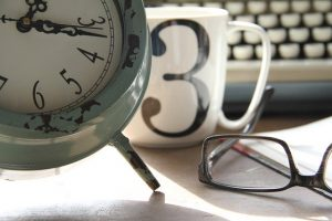 clock-coffe-mug-typewriter-spectacles